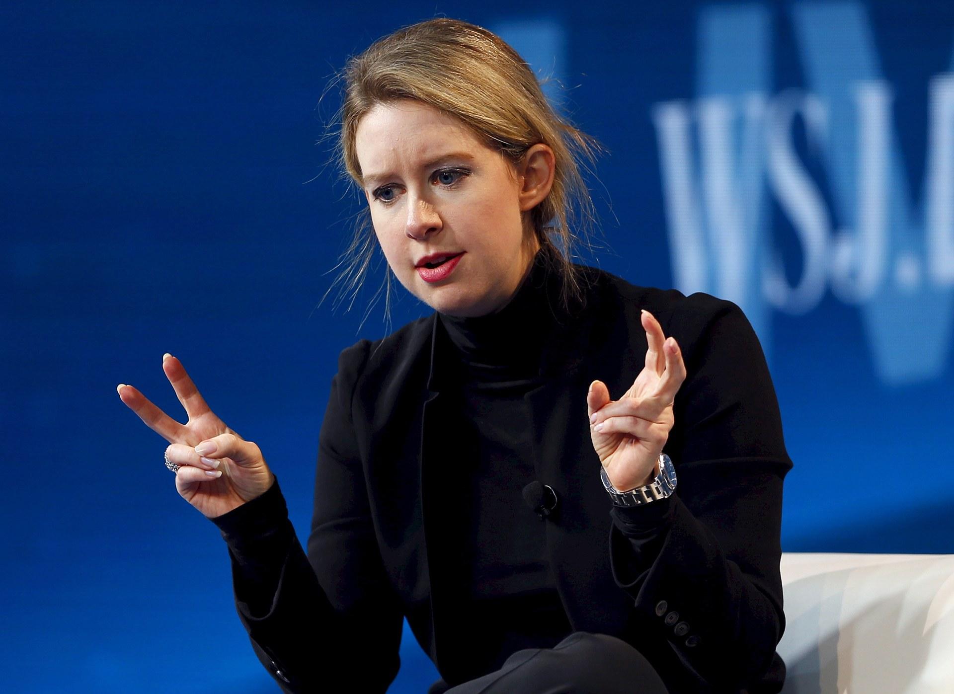 Elizabeth Holmes : l'escroc de la Silicon Valley en tailleur et talons aiguilles