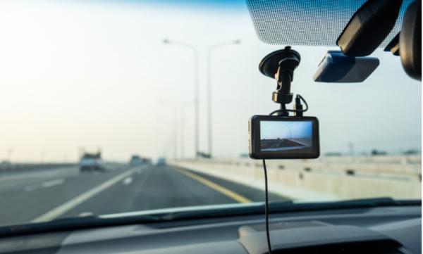 Pourquoi installer une dashcam dans sa voiture ?