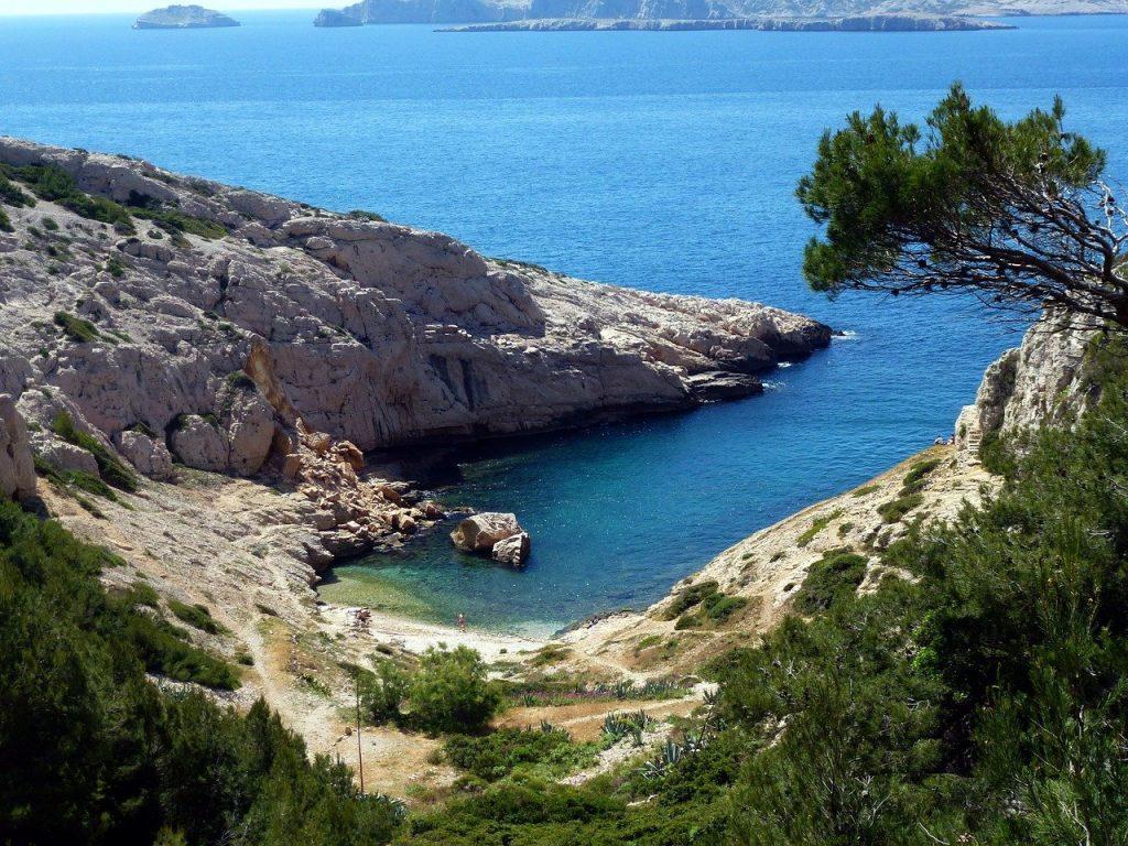 petite crique sur la Méditerrannée près de Marseille