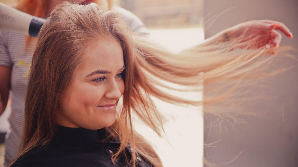Devenir coiffeuse